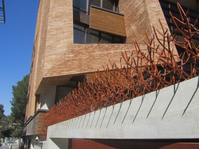 نرده حفاظ روی دیوار شاخ گوزنی